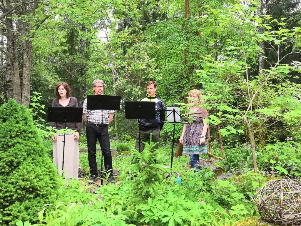 Waloa kvartetti Runotalon voimapuutarhapäivänä 16062019