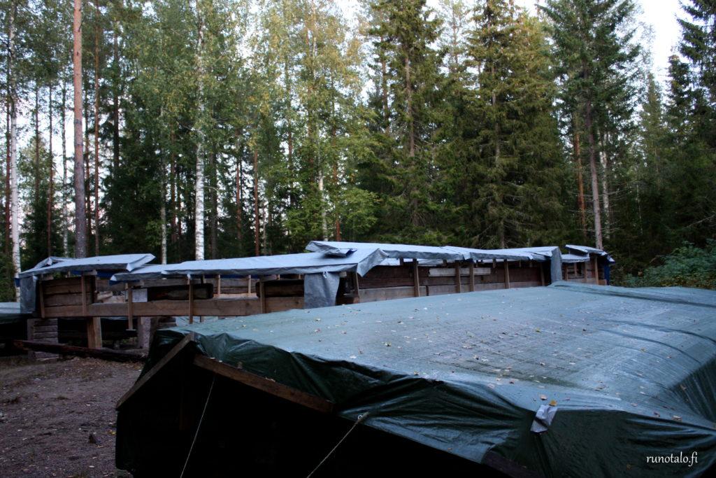 hirsikehikon suojausta sateelta ja talvelta Runotaloprojekti